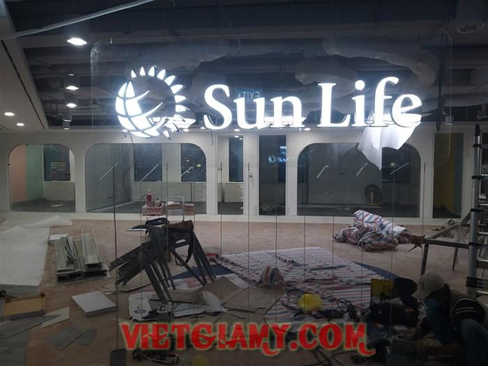 Gia công chữ inox lọng mica đèn led Bảo hiểm Sun life
